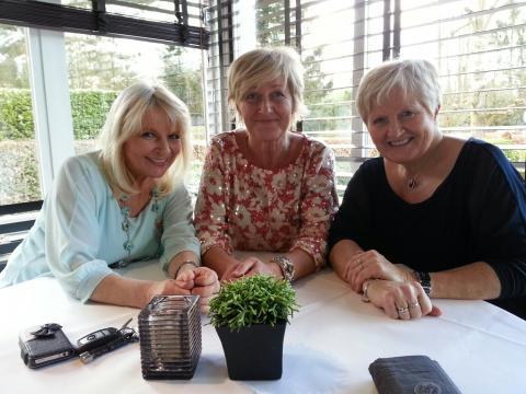Mieke op bezoek bij RTV met haar zusjes
