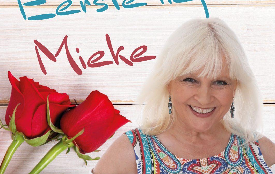 """Nieuwe single """"Eerste liefde"""" vanaf nu verkrijgbaar"""